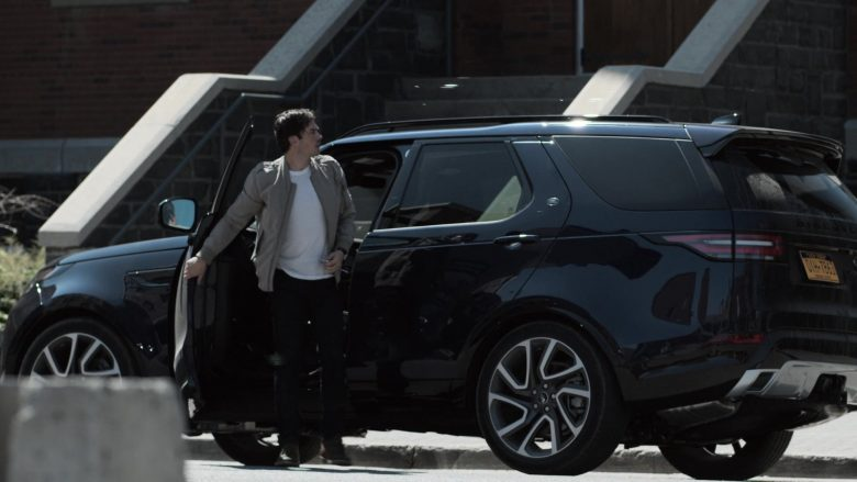 Land Rover Discovery Car Used by Ian Somerhalder as Dr. Luther Swann in V Wars Season 1 Episode 1 (3)