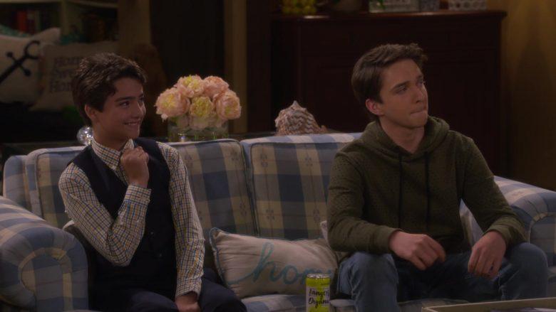 Langers Organic Sparkling Water in Fuller House Season 5 Episode 6 (1)