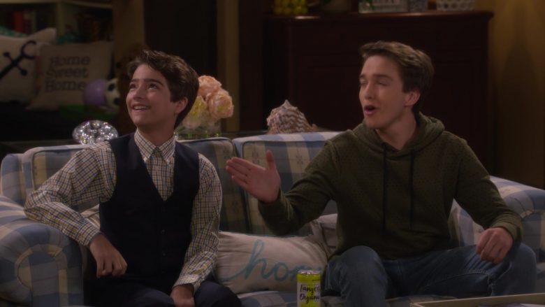 Langers Organic Sparkling Water in Fuller House Season 5 Episode 6 (2)