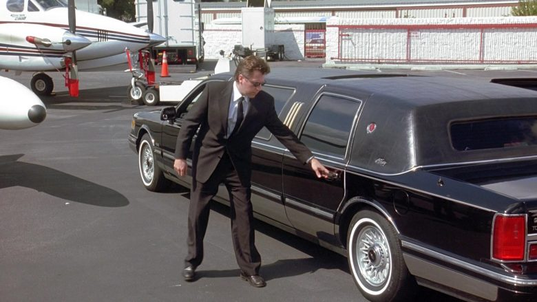 Lincoln Town Car Stretched Car in Seinfeld Season 9 Episodes 23-24 The Finale (2)