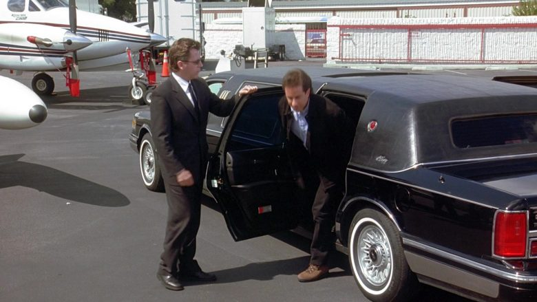 Lincoln Town Car Stretched Car in Seinfeld Season 9 Episodes 23-24 The Finale (3)