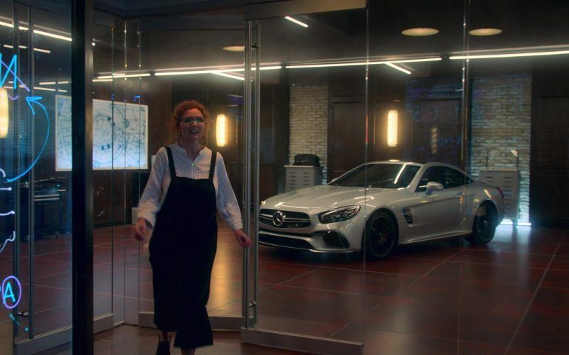 Mercedes-Benz Car in Runaways Season 3 Episode 6 Merry Meet Again (2)