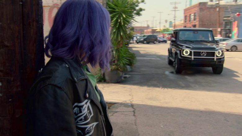 Mercedes-Benz G-Class Black Car in Runaways Season 3 Episode 1 Smoke and Mirrors (1)