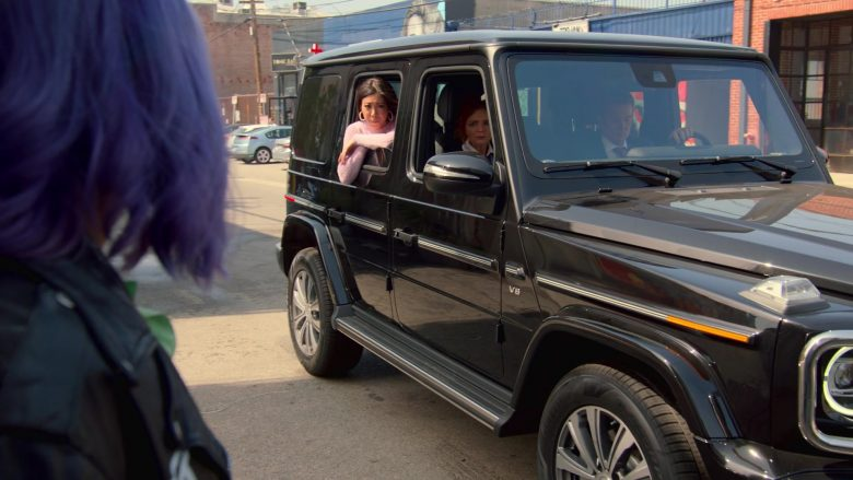 Mercedes-Benz G-Class Black Car in Runaways Season 3 Episode 1 Smoke and Mirrors (2)