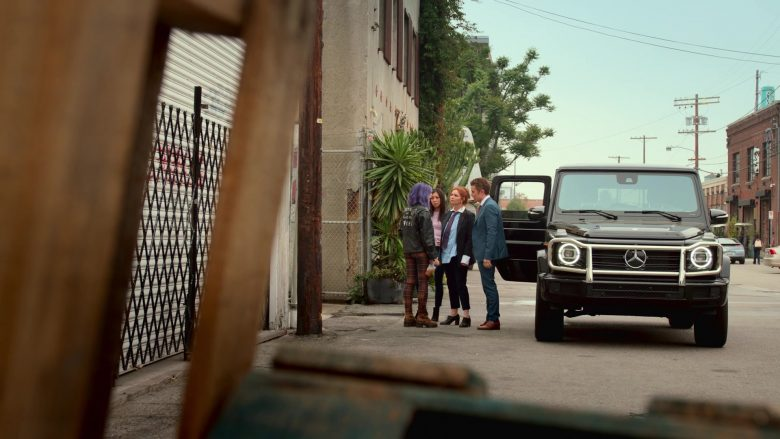 Mercedes-Benz G-Class Black Car in Runaways Season 3 Episode 1 Smoke and Mirrors (3)
