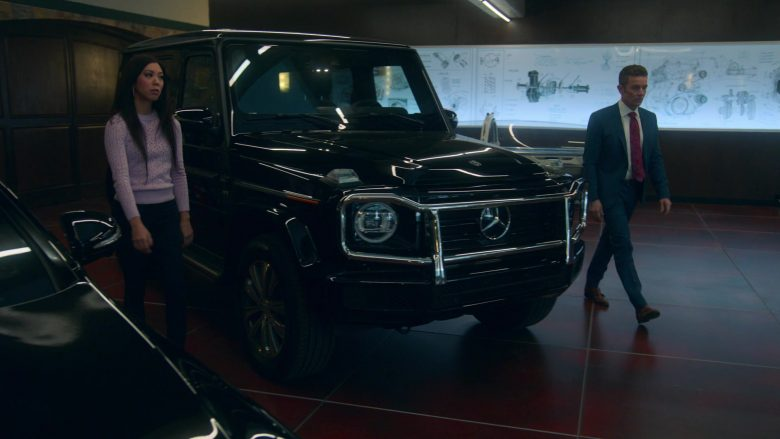 Mercedes-Benz G-Class Black Car in Runaways Season 3 Episode 1 Smoke and Mirrors (4)