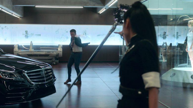 Mercedes-Benz S-Class Black Car in Runaways Season 3 Episode 2 The Great Escape (1)