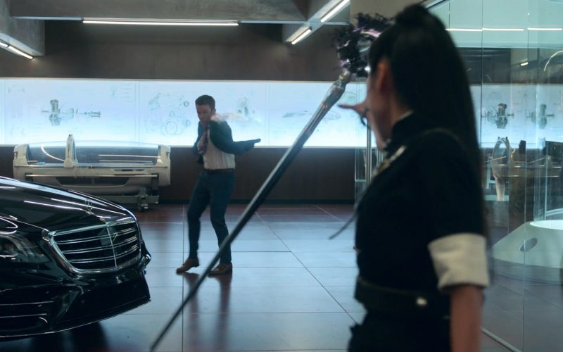 Mercedes-Benz S-Class Black Car in Runaways Season 3 Episode 2 The Great Escape (1)