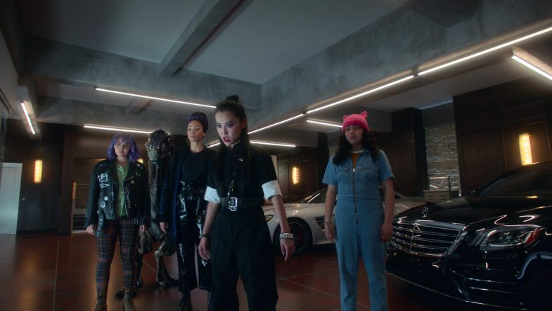 Mercedes-Benz S-Class Black Car in Runaways Season 3 Episode 2 The Great Escape (2)