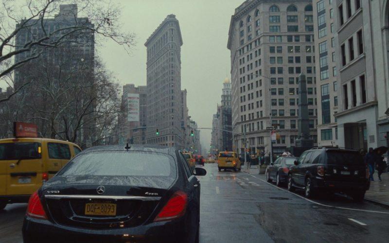 Mercedes-Benz S550 4Matic Car in Succession Season 1 Episode 8 Prague (1)