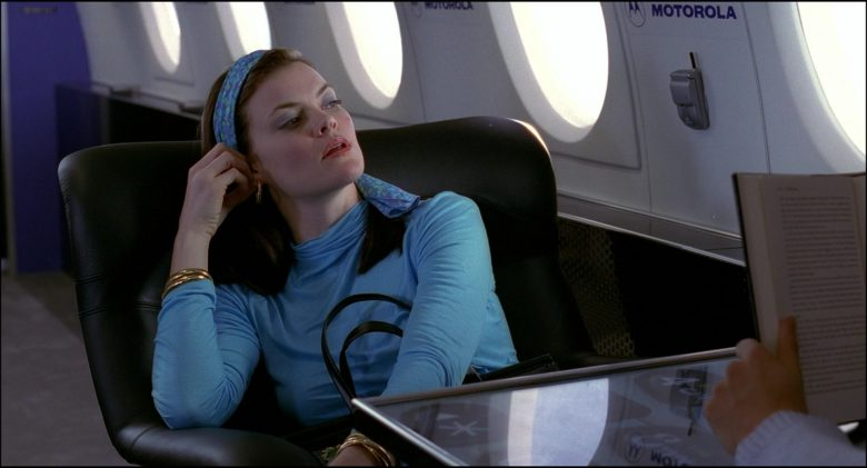 Motorola Cell Phones in Josie and the Pussycats (5)
