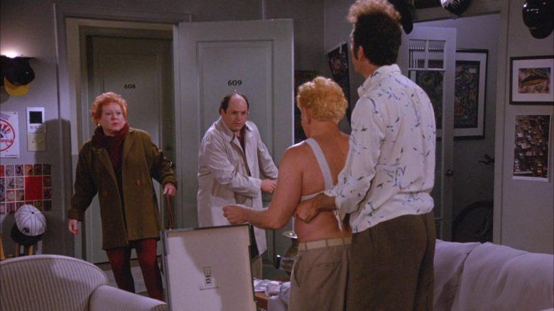 Motorola in Seinfeld Season 6 Episode 18 The Doorman (2)