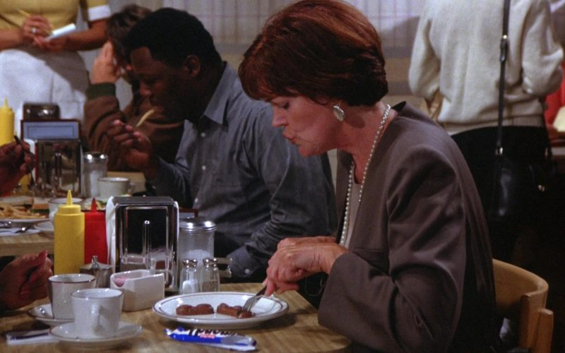 Mounds Chocolate Bar in Seinfeld Season 6 Episode 3 The Pledge Drive