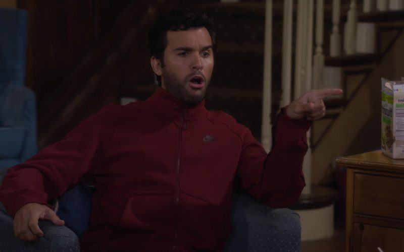 Nabisco Triscuit Snack Crackers in Fuller House Season 5 Episode 4 (1)