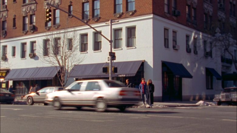 Nautica Clothing Store in Seinfeld Season 5 Episode 15 The Pie (6)