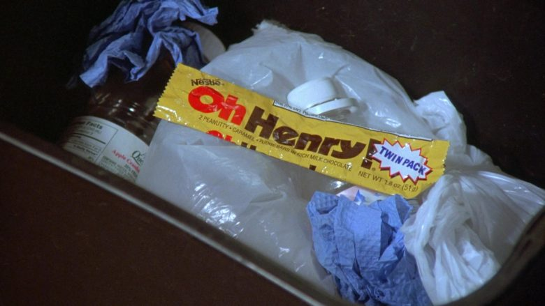 Nestlé Oh Henry! Candy Bar Enjoyed by Michael Richards as Cosmo Kramer in Seinfeld Season 7 Episode 12 (1)