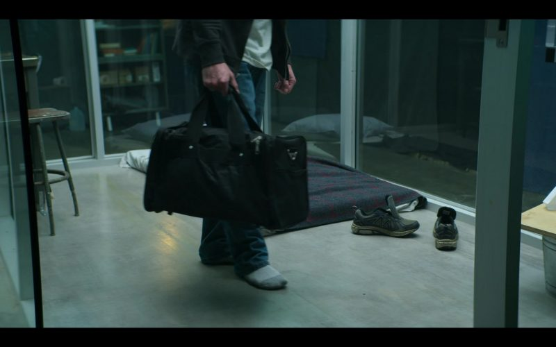 New Balance Sneakers For Men in YOU Season 2 Episode 4 The Good, The Bad & The Hendy (2)