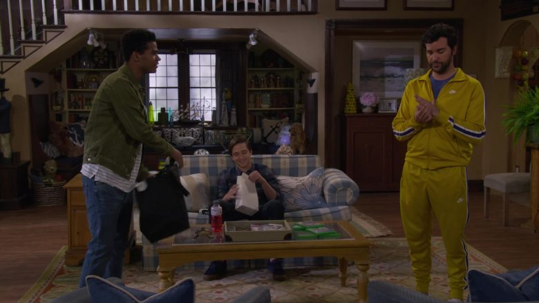 Nike Jacket and Sweatpant Tracksuit Worn by Juan Pablo Di Pace as Fernando in Fuller House Season 5 Episode 2 (2)