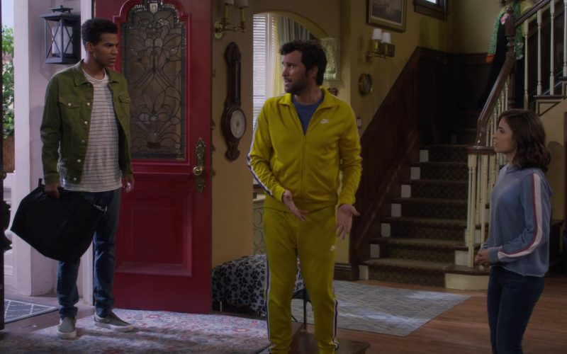 Nike Jacket and Sweatpant Tracksuit Worn by Juan Pablo Di Pace as Fernando in Fuller House Season 5 Episode 2 (3)