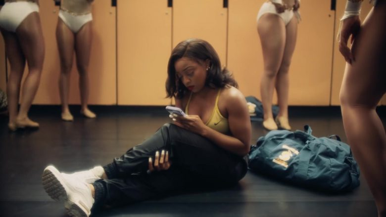 """Nike Yellow Bra in """"Good as Hell"""" by Lizzo (1)"""