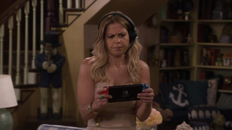 Nintendo Switch Console Held by Candace Cameron Bure as D.J. Tanner-Fuller in Fuller House Season 5 Episode 5 (7)