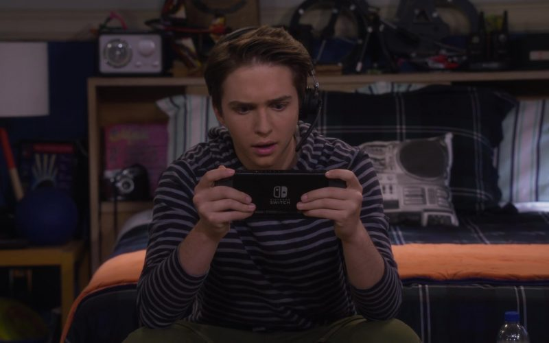 Nintendo Switch Video Game Console Held by Michael Campion as Jackson in Fuller House Season 5 Episode 5 (3)