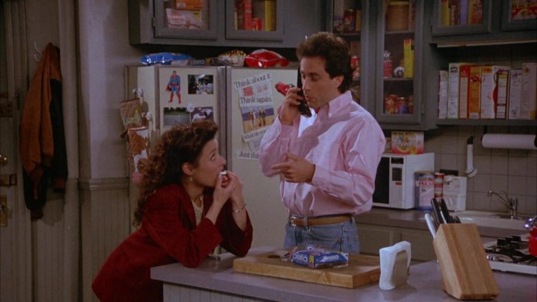 Oreo Cookies Enjoyed by Julia Louis-Dreyfus as Elaine Benes in Seinfeld Season 4 Episode 22 (2)