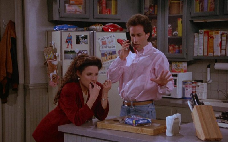 Oreo Cookies Enjoyed by Julia Louis-Dreyfus as Elaine Benes in Seinfeld Season 4 Episode 22 (3)