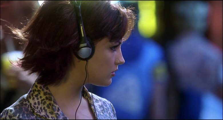 Panasonic Headphones Used by Rachael Leigh Cook in Josie and the Pussycats (3)