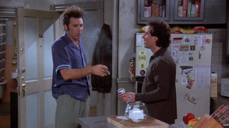 Pepsi Diet Can Held by Jerry in Seinfeld Season 7 Episode 13 The Seven (2)