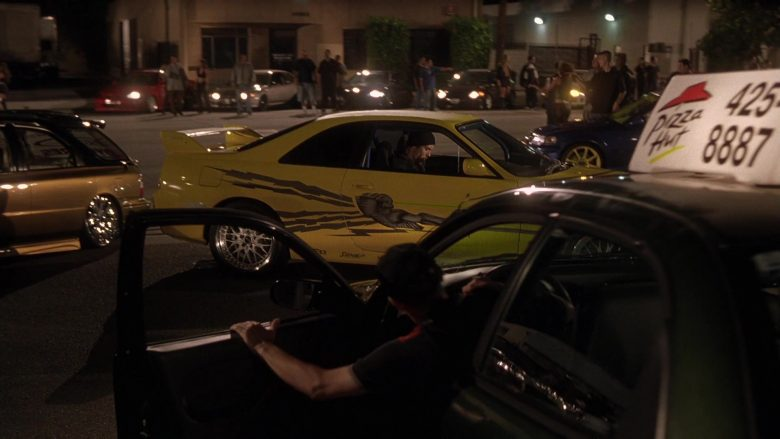 Pizza Hut in The Fast and the Furious (2)