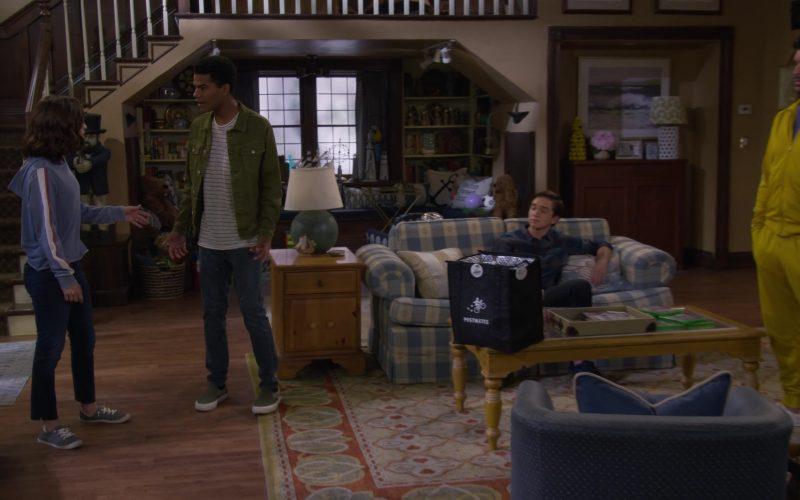 Postmates Bag in Fuller House Season 5 Episode 2 Hale's Kitchen (2)