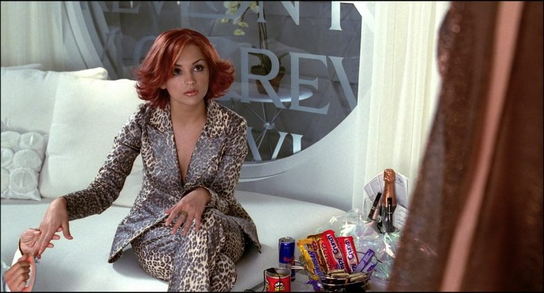 Pringles Chips, Red Bull, Crispy Crunch Chocolate Bars in Josie and the Pussycats (2)