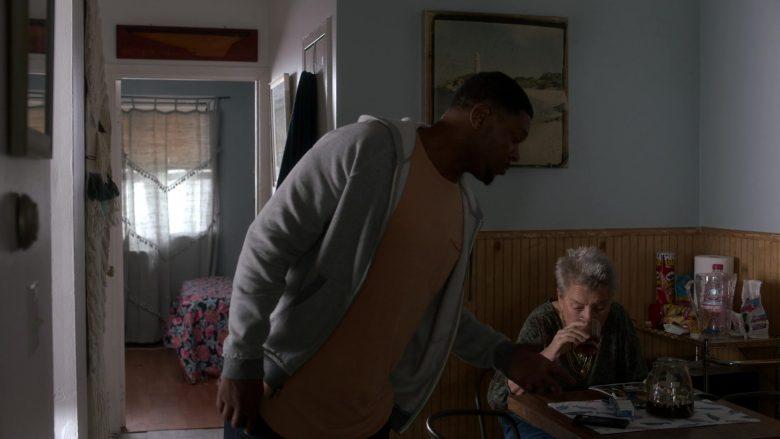 Pringles Chips in Ray Donovan Season 7 Episode 6 Inside Guy (1)