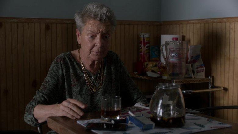 Pringles Chips in Ray Donovan Season 7 Episode 6 Inside Guy (2)