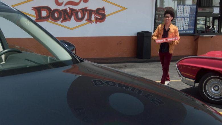 Randy's Donuts Donut Shop in Runaways Season 3 Episode 4 Rite of Thunder (3)
