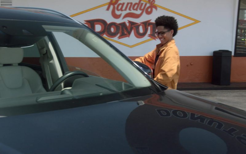Randy's Donuts Donut Shop in Runaways Season 3 Episode 4 Rite of Thunder (4)