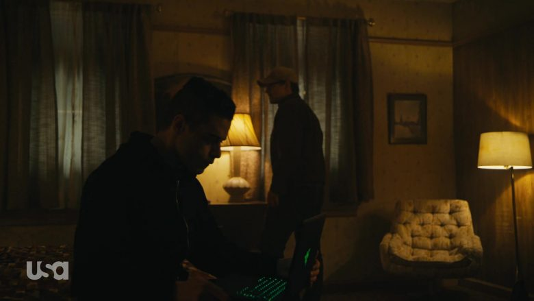 """Razer Laptop Used by Rami Malek as Elliot Alderson in Mr. Robot Season 4 Episode 9 """"409 Conflict"""" (2019) - TV Show Product Placement"""