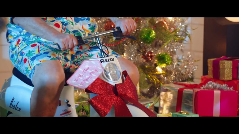 Razor Electric Scooter in Cozy Little Christmas by Katy Perry (2)