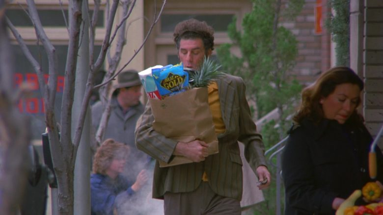 Rold Gold Pretzels Held by Michael Richards as Cosmo Kramer in Seinfeld Season 7 Episode 14-15 The Cadillac (2)