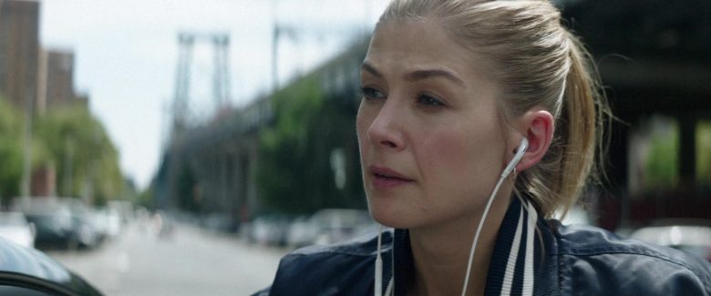 Samsung Earphones Used by Rosamund Pike in The Informer (2)
