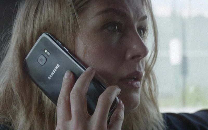 Samsung Galaxy Smartphone Used by Rosamund Pike in The Informer