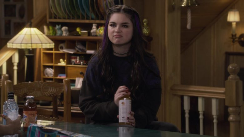 Snapple and Bai Antioxidant Infusion Drinks in Fuller House Season 5 Episode 4