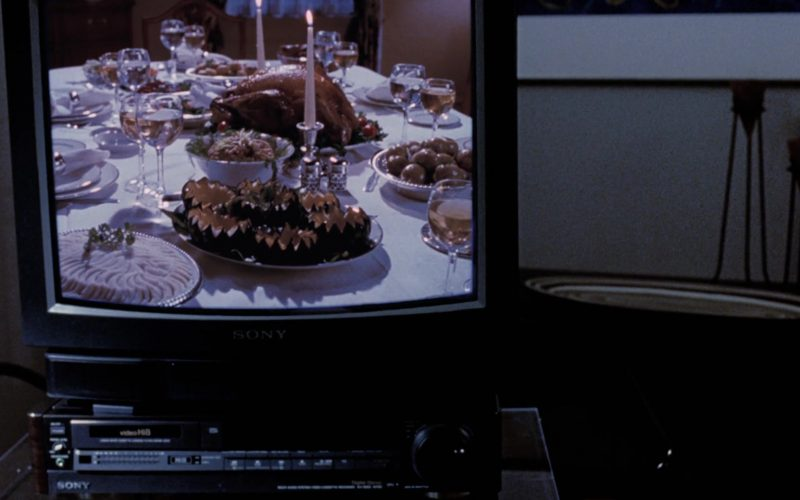 Sony TV and VHS Recorder in The Santa Clause