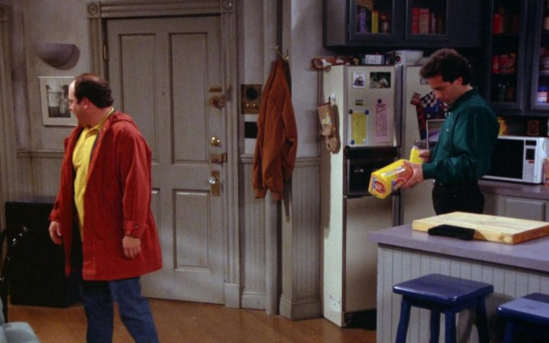Sunbeam Bread Held by Jerry Seinfeld in Seinfeld Season 5 Episode 18-19 (1)