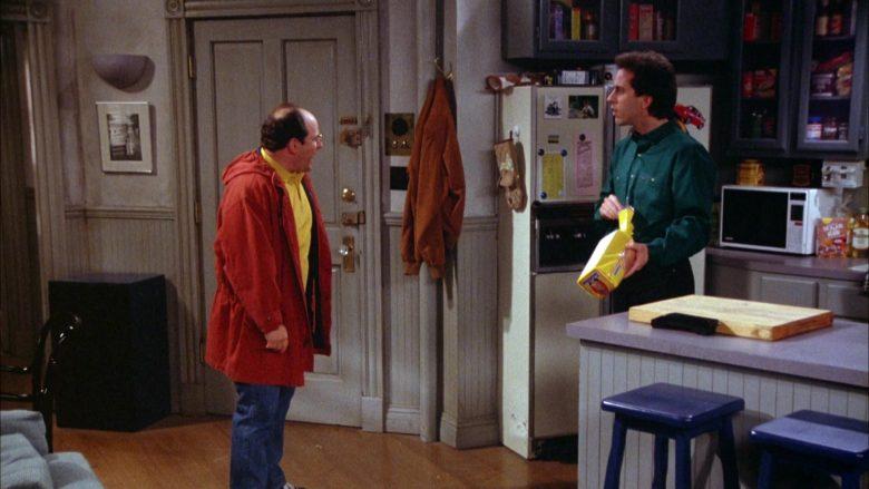 Sunbeam Bread Held by Jerry Seinfeld in Seinfeld Season 5 Episode 18-19 (2)