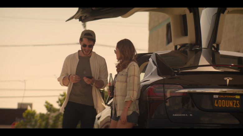 Tesla Model X Black SUV in YOU Season 2 Episode 4 The Good, The Bad & The Hendy (3)