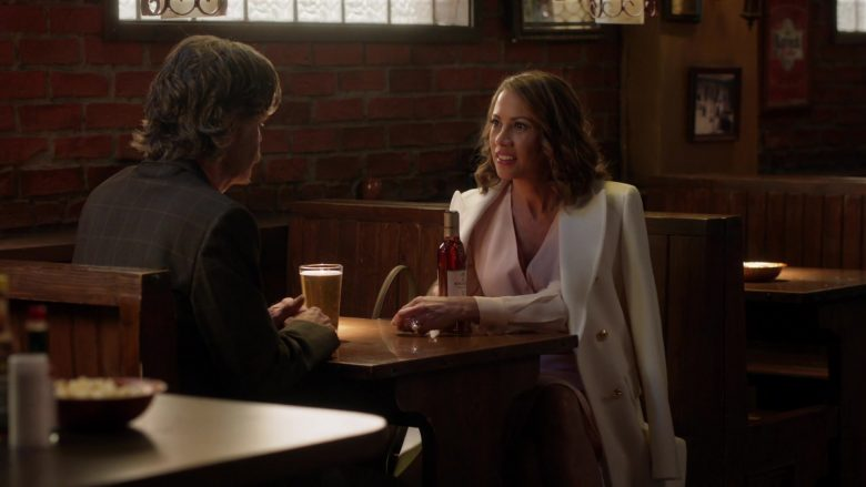 The Macallan 12 Year Old Whisky Enjoyed by Elizabeth Rodriguez and William H. Macy in Shameless Season 10 Episode 7 (4)