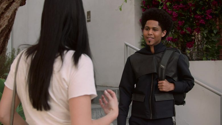 Thule Backpack in Runaways Season 3 Episode 10 Cheat the Gallows (1)