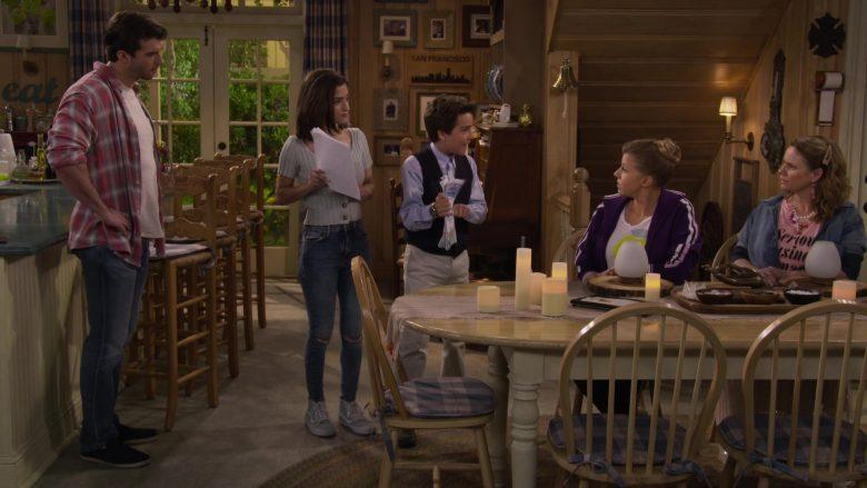 Vans High Top Blue Shoes Worn by Soni Nicole Bringas as Ramona Gibbler in Fuller House Season 5 Episode 5 (2)